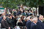 © Joel Goodman - 07973 332324 . 14/10/2016 . Manchester , UK . Crowds watch as the Duke and Duchess of Cambridge lay a wreath during a service at the Cenotaph at Manchester Town Hall during a dedication service , on their visit in Manchester . Photo credit : Joel Goodman