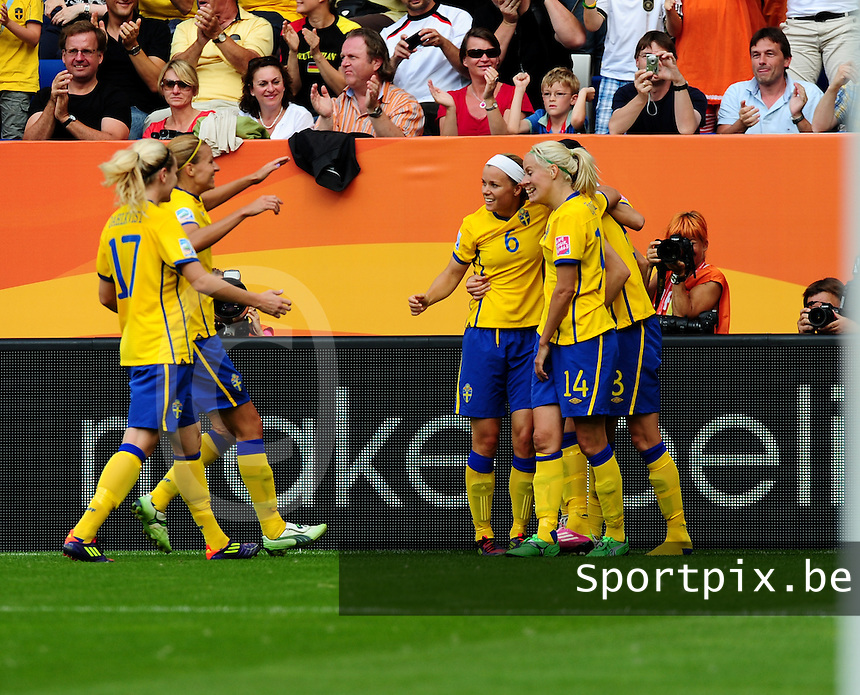 Fifa Women's World Cup Germany 2011 : Zweden - France Frankrijk at Sinsheim World Cup stadium : vreugde bij Lotta Schelin en ploegmaats na haar doelpunt.foto DAVID CATRY / Vrouwenteam.be