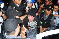 RIO DE JANEIRO,RJ,19.09.2013: AMORDAÇADOS PELA DITADURA- Manifestantes fizeram um protesto no Centro do Rio contra e repressão e a prisão de manifestantes. O grupo se reuniu na Candelária as 18 horas e sairam em passeata até a sede da prefeitura ocupando a Avenida Presidente Vargas. Um manifestante foi detido por falta de documentos.  O trânsito foi desviado por policiais e agentes da Sete Rio. SANDROVOX/BRAZILPHOTOPRESS