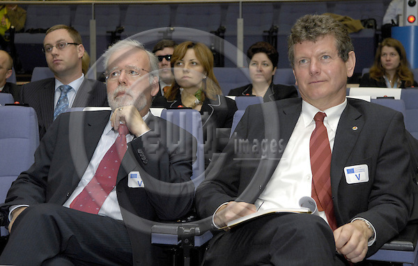 Brussels-Belgium - 17 April 2007---Hermann von LANGSDORFF (le), National Member for Germany of the College of EUROJUST, with Ernst MERZ (ri), Administrative Director of EUROJUST, during a press briefing at the HQ of the EC---Photo: Horst Wagner/eup-images