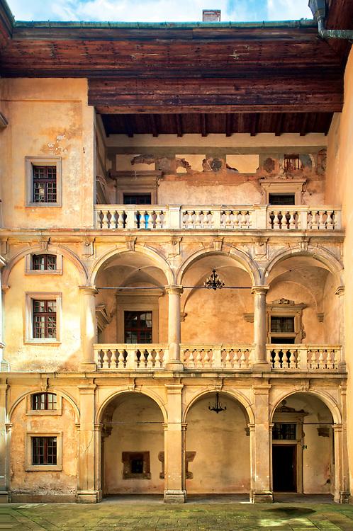 Wczesnobarkowa arkadowa loggia wewnętrznego dziedzińca zamku