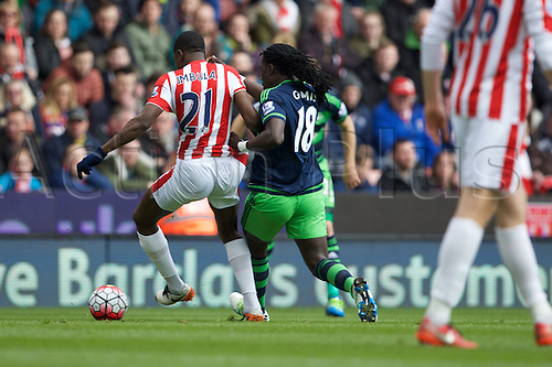 02.04.2016. Britannia Stadium, Stoke, England. Barclays Premier League. Stoke City versus Swansea City.  Stoke City midfielder Giannelli Imbula and Swansea City forward Bafetimbi Gomis.