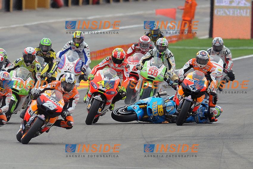 06-11-2011 Valencia (ESP).Motogp - Motogp.in the picture: crash of raiders motogp, Alvaro BAUTISTA, Valentino ROSSI.Foto Insidefoto / Semedia