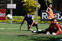 SAO PAULO, 14 DE AGOSTO DE 2012 - TREINO SAO PAULO - O goleiro Rogerio Ceni durante treino do Sao Paulo no CT do clube, na Barra Funda, regiao oeste da capital, na manha desta terca feira. FOTO: ALEXANDRE MOREIRA - BRAZIL PHOTO PRESS