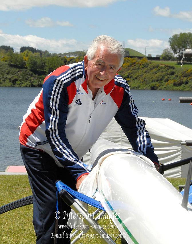Hamilton, New Zealand, 2010  World Rowing Championships, Lake Karapiro Saturday  06/11/2010 GBR Coach, Bill BARRY, prepares boat for racing [Mandatory Credit Karon Phillips/Intersport Images]