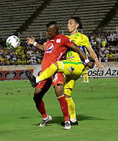 NEIVA-COLOMBIA, 06-04-2019: Diego Sánchez de Atlético Huila disputa el balón con Jhohao Hinestroza de América de Cali, durante partido entre Atlético Huila y América de Cali, de la fecha 14 por la Liga Aguila, I 2019 en el estadio Guillermo Plazas Alcid de Neiva. / Diego Sanchez de of Atletico Huila vies for the ball with Jhohao Hinestroza of America de Cali, during a match between Atletico Huila and America de Cali of the 14th date for the Liga Aguila I 2019 at the Guillermo Plazas Alcid Stadium in Neiva city. Photo: VizzorImage  / Sergio Reyes / Cont.