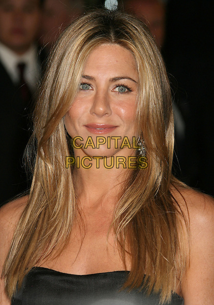 "JENNIFER ANISTON.""Marley & Me"" Los Angeles Premiere held at the Mann Village Theater, Westwood, California, USA..December 11th, 2008.headshot portrait .CAP/ADM/MJ.©Michael Jade/AdMedia/Capital Pictures."