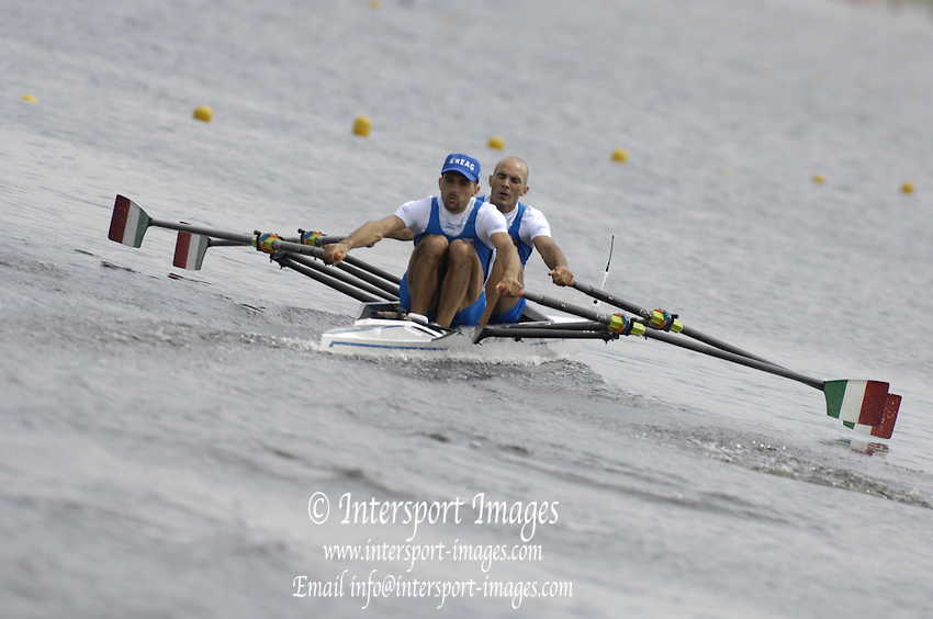 Poznan, POLAND,  ITA LM2X, Bow, Lorenzo BERTINI and Daniele GILARDONI, move away from the start in their morning heat, at the 2008 FISA World Cup. Rowing Regatta. Malta Rowing Course on Friday, 20/06/2008. [Mandatory Credit:  Peter SPURRIER / Intersport Images] Rowing Course:Malta Rowing Course, Poznan, POLAND