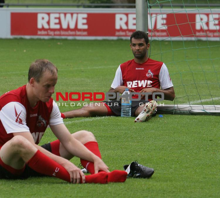 1.Bundesliga 2008/2009  Training 27.06.2008<br /> Geissbockheim, Koeln<br /> <br /> Trainingsauftakt beim &ouml;ffentlichen Training am K&ouml;lner Geissbockheim. Ersch&ouml;pfung nach dem Training. Roda Antar lenkt mit Wasserflasche am Torpfosten. Kevin Mc Kenna schmerzen die F&uuml;sse.<br /> <br /> <br /> Foto &copy; nph (nordphoto)<br /> <br /> *** Local Caption ***