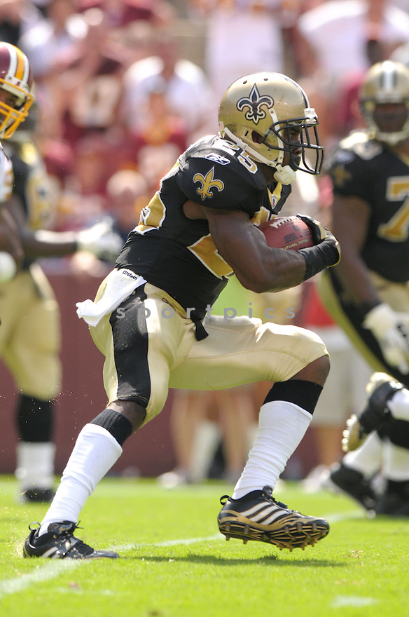 REGGIE BUSH, of the New Orleans Saints, in action during the Saints game against the Washington Redskins on September 14, 2008 in Washington DC...Redskins win 29-24..SportPics