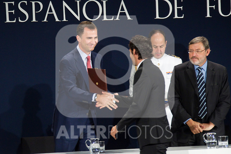 MADRID (24/05/2010).- Prince Felipe of Borbon visited Las Rozas Soccer City where he inagurated the RFEF Museum and met the Spains National Team players selected  for South Africa World Cup. Prince Felipe de Borbon today handed the gold medal of the Royal Spanish Football Federation (RFEF) to Raul Gonzalez...Photo: Cesar Cebolla / ALFAQUI