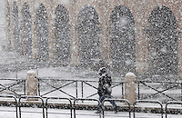 Una veduta del Colosseo, durante una nevicata a Roma, 11 febbraio 2012..A man walks by the Colosseum during a snowfall in Rome, 11 february 2012..UPDATE IMAGES PRESS/Riccardo De Luca