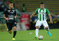 MEDELLIN-COLOMBIA, 7-08-2016.Macnelly Torres (Der.)  jugador de Atlético Nacional disputa el balón con el Once Caldas  durante encuentro  por la fecha 7 de la Liga Aguila II 2016 disputado en el estadio Atanasio Girardot./ Macnelly Torres (R)   player of Atletico Nacional fights the ball against of Once Caldas  during match for the date 7 of the Aguila League II 2016 played at Atanasio Girardot stadium . Photo:VizzorImage / León Monsalve / Contribuidor