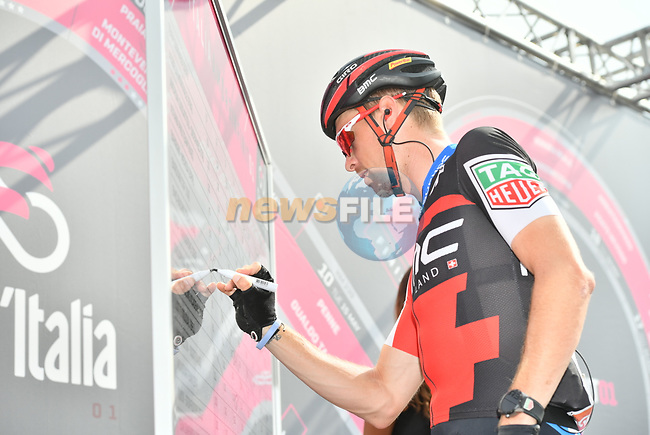 Rohan Dennis (AUS) BMC Racing Team at sign on before the start of Stage 20 of the 2018 Giro d'Italia, running 214km from Susa to Cervinia is the final mountain stage, with the last three climbs of Giro 101 deciding the GC of the Corsa Rosa, Italy. 26th May 2018.<br /> Picture: LaPresse/Massimo Paolone | Cyclefile<br /> <br /> <br /> All photos usage must carry mandatory copyright credit (© Cyclefile | LaPresse/Massimo Paolone)