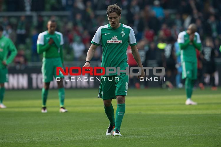 09.04.2016, Weser Stadion, Bremen, GER, 1.FBL. Werder Bremen vs FC Augsburg, im Bild<br /> <br /> entt&auml;uscht / enttaeuscht / traurig /<br /> Clemens Fritz (Bremen #8)<br /> <br /> <br /> Foto &copy; nordphoto / Kokenge
