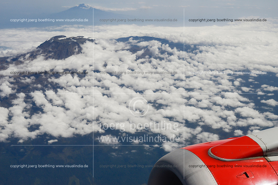 Tanzania, aerial view Mount Kilimanjaro 5895 metre in the back and volcano Mount Meru 4562 metre in the front / TANZANIALuftbild Berge Mount Kilimanscharo und Vulkan Mount Meru