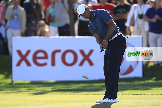 Tiger Woods (USA) putts on the 13th green during Friday's Round 2 of the Abu Dhabi HSBC Golf Championship at Abu Dhabi Golf Club, 18th January 2013 (Photo Eoin Clarke/www.golffile.ie)