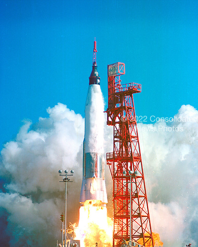 The Friendship 7/ Mercury-Atlas 6 (MA-6) with Astronaut John H. Glenn, Jr. aboard is launched from Cape Canaveral, FL on February 20, 1962.  The first NASA Earth-orbital mission, Glenn's flight followed sub-orbital missions by astronauts Alan B. Shepard, Jr. and Virgil I. (Gus) Grissom..Credit: NASA / CNP