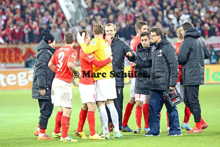 Siegesjubel Mainz mit Loris Karius - 1. FSV Mainz 05 vs. Eintracht Frankfurt, Coface Arena, 12. Spieltag