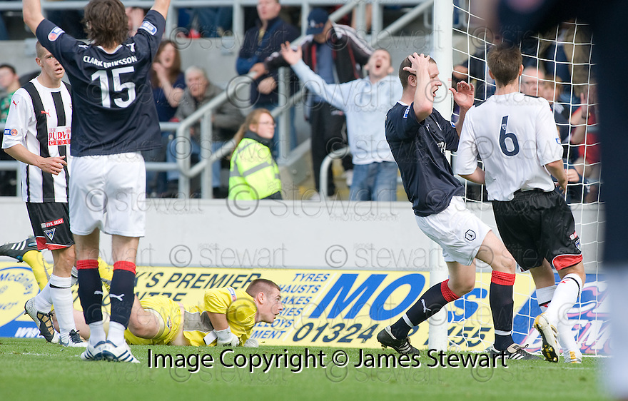 07/08/2010   Copyright  Pic : James Stewart.sct_jsp024_falkirk_v_dunfermline  .::  KENNY DEUCHAR CAN'T BELIEVE CHRIS SMITH'S POINT BLANK SAVE ::  .James Stewart Photography 19 Carronlea Drive, Falkirk. FK2 8DN      Vat Reg No. 607 6932 25.Telephone      : +44 (0)1324 570291 .Mobile              : +44 (0)7721 416997.E-mail  :  jim@jspa.co.uk.If you require further information then contact Jim Stewart on any of the numbers above.........