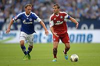 FUSSBALL   1. BUNDESLIGA   SAISON 2013/2014   1. SPIELTAG FC Schalke 04 - Hamburger SV          11.08.2013 Benedikt Hoewedes (li, FC Schalke 04) gegen Rafael van der Vaart (re, Hamburger SV)