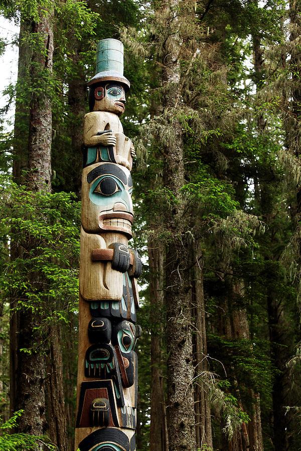 Yaadaas Crest Corner Pole, Sitka National Historical Park, Sitka, Alaska, USA