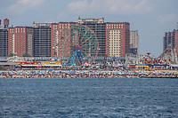 Nova York (EUA), 21/072019 - Verao em Nova York - Vista da praia de Coney Island onde Banhistas aproveitam altas temperaturas na praia de Coney Island no Brooklyn na cidade de Nova York nos Estados Unidos na tarde deste domingo, 21. (Foto: Vanessa Carvalho/Brazil Photo Press)