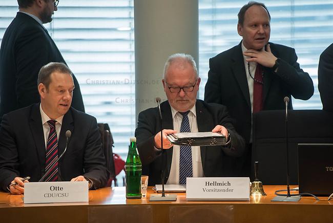 1. Sitzung des Unterausschusses des Verteidigungsausschusses des Deutschen Bundestag als 1. Untersuchungsausschuss am Donnerstag den 14. Februar 2019.<br /> In dem Untersuchungsausschuss zur Berateraffaere soll auf Antrag der Fraktionen von FDP, Linkspartei und Buendnis 90/Die Gruenen der Umgang mit externer Beratung und Unterstuetzung im Geschaeftsbereich des Bundesministeriums fuer Verteidigung aufgeklaert werden. Anlass der Untersuchung sind Berichte des Bundesrechnungshofs ueber Rechts- und Regelverstoesse im Zusammenhang mit der Nutzung derartiger Leistungen.<br /> Einziger Tagesordnungspunkt war die Konstituierung des Unterausschusses als Untersuchungsausschuss.<br /> Rechts im Bild: Der Ausschussvorsitzende Wolfgang Hellmich, SPD.<br /> 14.2.2019, Berlin<br /> Copyright: Christian-Ditsch.de<br /> [Inhaltsveraendernde Manipulation des Fotos nur nach ausdruecklicher Genehmigung des Fotografen. Vereinbarungen ueber Abtretung von Persoenlichkeitsrechten/Model Release der abgebildeten Person/Personen liegen nicht vor. NO MODEL RELEASE! Nur fuer Redaktionelle Zwecke. Don't publish without copyright Christian-Ditsch.de, Veroeffentlichung nur mit Fotografennennung, sowie gegen Honorar, MwSt. und Beleg. Konto: I N G - D i B a, IBAN DE58500105175400192269, BIC INGDDEFFXXX, Kontakt: post@christian-ditsch.de<br /> Bei der Bearbeitung der Dateiinformationen darf die Urheberkennzeichnung in den EXIF- und  IPTC-Daten nicht entfernt werden, diese sind in digitalen Medien nach §95c UrhG rechtlich geschuetzt. Der Urhebervermerk wird gemaess §13 UrhG verlangt.]