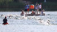 Schwimmer umrunden die Badeinsel im Badesee Walldorf - Mörfelden-Walldorf 15.07.2018: 10. MöWathlon