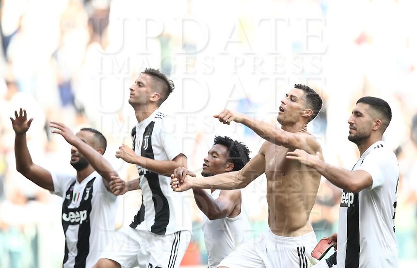Calcio, Serie A: Juventus - Sassuolo, Turin, Allianz Stadium, September 16, 2018.<br /> Juventus' players celebrate after winning 2-1 the Italian Serie A football match between Juventus and  Sassuolo at Torino's Allianz stadium, September 16, 2018.<br /> UPDATE IMAGES PRESS/Isabella Bonotto