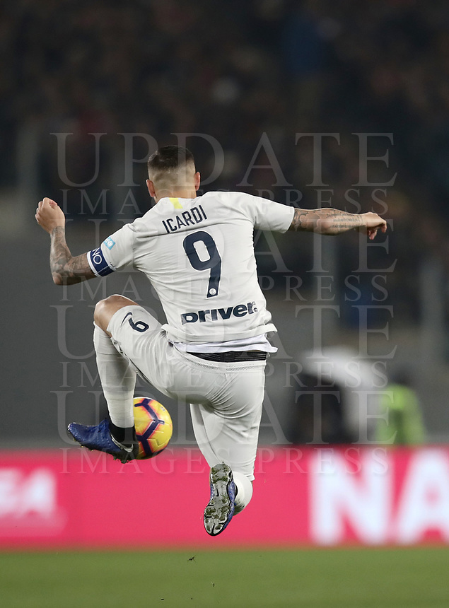 Football, Serie A: AS Roma - InterMilan, Olympic stadium, Rome, December 02, 2018. <br /> Inter's captain Mauro Icardi in action during the Italian Serie A football match between Roma and Inter at Rome's Olympic stadium, on December 02, 2018.<br /> UPDATE IMAGES PRESS/Isabella Bonotto