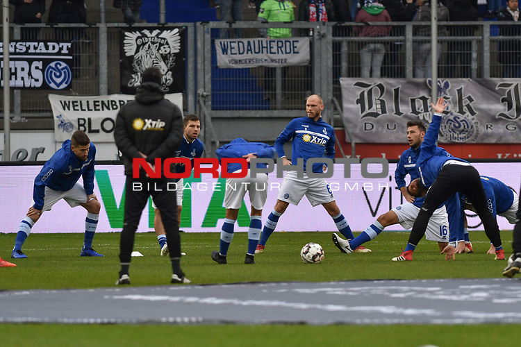 02.12.2018, Schauinsland-Reisen-Arena, Duisburg, GER, 2. FBL, MSV Duisburg vs. Holstein Kiel, DFL regulations prohibit any use of photographs as image sequences and/or quasi-video<br /> <br /> im Bild die Mannschaft von Duisburg beim Aufwaermen<br /> <br /> Foto &copy; nordphoto/Mauelshagen