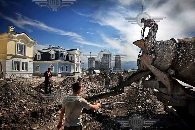 Turkish contractors build new buildings and skyscrapers in Grozny funded by Russia. After the war, there were no buildings left standing, the city is now undergoing rapid regeneration.