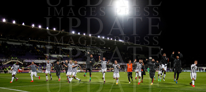 Calcio, Coppa Italia: semifinale di ritorno Fiorentina vs Juventus. Firenze, stadio Artemio Franchi, 7 aprile 2015. <br /> Juventus players greet fans at the end of the Italian Cup semifinal second leg football match between Fiorentina and Juventus at Florence's Artemio Franchi stadium, 7 April 2015. Juventus won 3-0 to join the final.<br /> UPDATE IMAGES PRESS/Isabella Bonotto