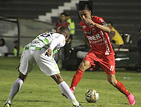 TUNJA -COLOMBIA, 16-09-2015. Deiver Quiñones (Izq) jugador de Boyacá Chicó disputa el balón con Mauricio Gomez (Der) jugador de Patriotas FC durante partido por la fecha 10 de la Liga Aguila II 2015 realizado en el estadio La Independencia en Tunja./ Deiver Quiñones (L) player of Boyaca Chico fights for the ball with Mauricio Gomez (R) player of Patriotas FC during match for the 10th date of Aguila League II 2015 played at La Independencia stadium in Tunja. Photo: VizzorImage/César Melgarejo/Str
