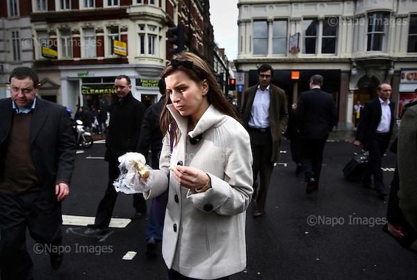 Genia Murray, ksiegowa. Zdjecia pracownikow londynskiego City, dzielnicy biur, central bankow, kancelarii prawnych, firm doradczych i ubezpieczeniowych...Londyn, Wielka Brytania, Marzec 2009..Fot: Piotr Malecki/Napo Images<br /> <br /> Genia Murray, an accountant...Pictures of people at the City of London, employees of banks, insurance, consulting and law firms...City of London, Great Britain, March 2009..(Photo by Piotr Malecki/Napo Images