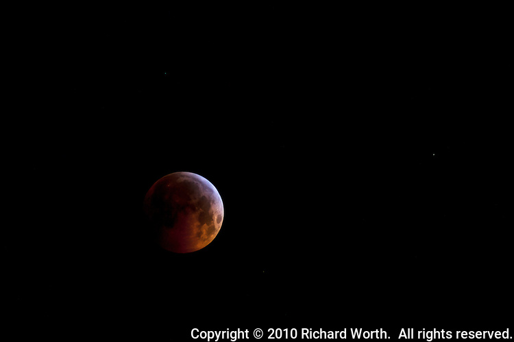 December 2010 saw a full moon fall on the night of a lunar eclipse and the winter solstice.