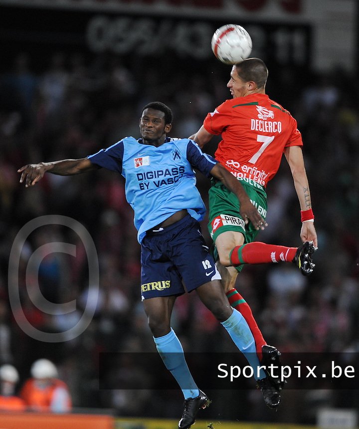 SV Zulte-Waregem - KV Kortrijk..luchtduel tussen Ibou Sawaneh (links) en Jeremy Taravel (rechts)..foto VDB / BART VANDENBROUCKE