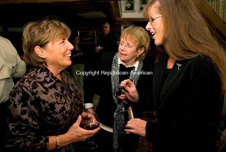 WOODBURY, CT - 06 NOVEMBER 2005 -110605JS01--Sandy Ingellis, right, executive director for the Community Services Council of Woodbury, talks with host Joyce Drakeley, left, and Mary Smith, Republican Registrar of Voters for Woodbury, during a fundraiser at Drakeley's Woodbury home on Sunday. The council is a non-profit finincal crisis organization.--  Jim Shannon Republican-American--Sandy Ingellis; Joyce Drakeley; Mary Smith, Community Services Council of Woodbury are CQ
