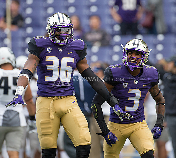 Azeem Victor (36) and Darren Gardenhire celebrate a big stop early in the game.
