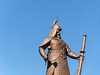 Statue von Admiral Yi am Fährhafen In Yeosu, Provinz Jeollanam-do, Südkorea, Asien<br /> monument of admiral Yi at ferry port  in Yeosu, province Jeollanam-do, South Korea, Asia
