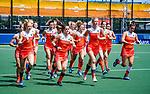 Den Bosch  -  Oranje tijdens de warming up,    voor  de Pro League hockeywedstrijd dames, Nederland-Belgie (2-0).  COPYRIGHT KOEN SUYK