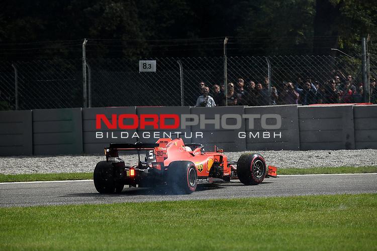"""08.09.2019, Autodromo Nazionale di Monza, Monza, FORMULA 1 GRAN PREMIO HEINEKEN D'ITALIA 2019<br />,im Bild<br />Sebastian Vettel (GER#5), Scuderia Ferrari Mission Winnow verliert seinen Ferrari in der """"Variante Ascari"""", Lance Stroll (CAN#18), Sportpesa Racing Point F1 Team kann nicht ausweichen und dreht sich<br /> <br /> Foto © nordphoto / Bratic"""