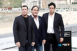 US director Oliver Stone (C) is flanked by Puerto Rican actor Benicio del Toro (R) and US actor John Travolta (L) attend the photocall of 'Savages' during the 60th San Sebastian Donostia International Film Festival - Zinemaldia.September 23,2012.(ALTERPHOTOS/ALFAQUI/Acero)