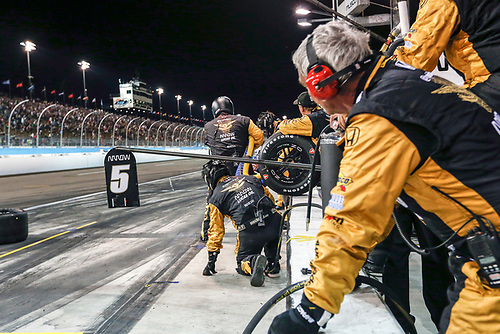 1-2 April, 2016, Avondale, Arizona USA<br /> 5 James Hinchcliffe crew preparing for pit stop<br /> ©2016, Sam Cobb<br /> LAT Photo USA