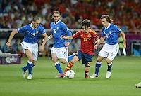 FUSSBALL  EUROPAMEISTERSCHAFT 2012   FINALE Spanien - Italien            01.07.2012 David Silva (3. v.l. Spanien) gegen die Italiener Leonardo Bonucci, Daniele De Rossi und Andrea Pirlo (v.l.).