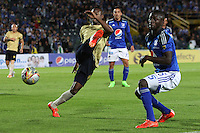 BOGOTA - COLOMBIA - 30-08-2015: Deiver Machado jugador de Millonarios  disputa el balon con Carlos Arboleda de Aguilas Doradas    durante partido  por la fecha 9 de la Liga Aguila II 2015 jugado en el estadio Nemesio Camacho El Campin . /Deiver Machado  player of Millonarios fights the ball against Carlos Arboleda of Aguilas Doradas during a match for the ninth date of the Liga Aguila II 2015 played at Nemesio Camacho El Campin stadium in Bogota  city. Photo: VizzorImage / Felipe Caicedo / Staff.