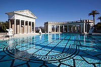 United States of America, California, San Luis Obispo County, San Simeon: Neptune Pool at Hearst Castle, built by William Randolph Hearst | Vereinigte Staaten von Amerika, Kalifornien, San Luis Obispo County, San Simeon: Hearst Castle - Neptune Pool, schlossartiges Anwesen, erbaut vom Zeitungsverleger William Randolph Hearst in den 1920er Jahren