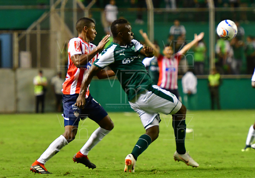 PALMIRA - COLOMBIA, 02-09-2018: Miguel Murillo (Der) del Deportivo Cali disputa el balón con Gabriel Fuentes (Izq) de Atlético Junior durante partido por la fecha 7 de la Liga Águila II 2017 jugado en el estadio Palmaseca de Cali. / Miguel Murillo (R) player of Deportivo Cali fights for the ball with Gabriel Fuentes (L) player of Atletico Junior during match for the date 7 of the Aguila League II 2017 played at Palmaseca stadium in Cali.  Photo: VizzorImage/ Nelson Rios / Cont
