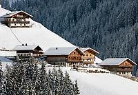 Italien, Suedtirol (Alto Adige), Ausblick von Jaufenpass-Strasse auf Bergdorf St. Johann (1.415 m)   Italy, Alto Adige (South Tyrol), view from pass road Monte Giovo at mountain village St. Johann (1.415 m)